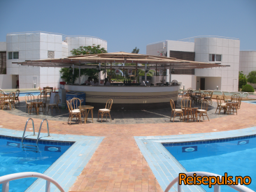 Sharm_reef_hotel_pool-bar