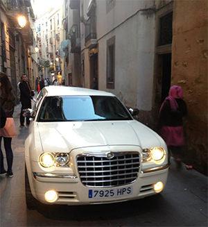 Hadde vært interessant å få vite hvordan den limousinen kom seg ut igjen, da denne gaten er trang!